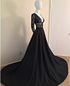 typ8wi-l-610x610-dress-black-open+chest-long+gown-classy-mermaid-black+mermaid+dress-black+dresses-prom+dress-gowns-gown-sleeves-prom+gown-lace-mermaid+prom+dress-long+prom+dress-long+sleeves-2015+.jpg (495×610)
