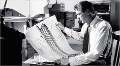 Mucha gente ve reflejada la personalidad de Frank Lloyd Wright en el personaje de Howard Roark y eso queda totalmente plasmado en los dibujo...