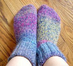 free sock and slipper patterns - Loom Knitting Help Knitting Loom Socks, Knitting Help, Knifty Knitter, Loom Knitting Projects, Knit Socks, Sock Loom Patterns, Knitting Machine Patterns, Loom Crochet, Knit Or Crochet