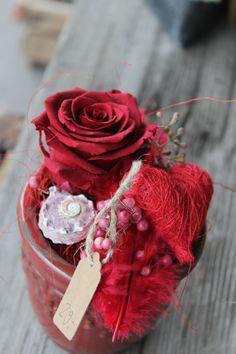 Gesteck mit stabilisierter Rose rot