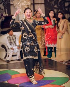 Image may contain: one or more people, people standing and shoes Fancy Dress Design, Stylish Dress Designs, Designs For Dresses, Stylish Dresses, Pakistani Formal Dresses, Pakistani Dress Design, Pakistani Outfits, Indian Dresses, Fancy Maxi Dress