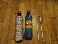 * Rasp!  2 flessen, gekleurd papier erin om het te versieren.  2  stokjes en spelen!