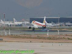 A320 de @Iberia Líneas Aéreas tomando tierra, después de un servicio de Puente Aéreo desde Madrid