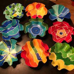 Rethink Crafts: Art Week 2015- Recycled Vinyl Record Bowls Поделки Из Дисков, Виниловые Поделки, Занятия Для Детей, Арт Из Виниловых Пластинок, Винил Декор, Винил, Переработанные Поделки, Переработка, Подарки