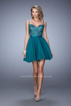 La Femme Short Cocktail 21838. Lace, short homecoming dress.