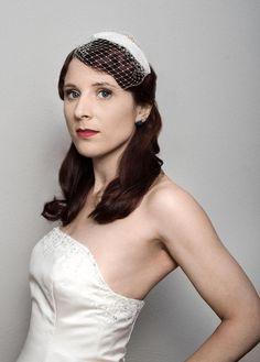 Hochzeits-Fascinator Teardrop von Tate-Millinery auf DaWanda.com