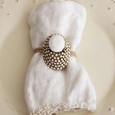 DIY: 5 Ways to Reinvent the Vintage Brooch | Great idea to use an old pin as a napkin ring. IF I entertained, I would surely try this!
