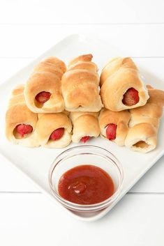 Stuck for a lunchbox idea the kids will love? Pigs in Blankets or mini hot dogs are a fabulous lunch box idea for kids! Best of all they're super quick to make in the Thermomix! Kid friendly recipe made even quicker with the Thermomix. Savory Snacks, Savoury Dishes, Easy Snacks, Toddler Snacks, Lunch Snacks, Mini Hot Dogs, Pigs In A Blanket, Kid Friendly Meals, Hot Dog Buns
