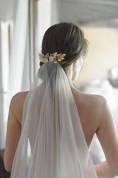 51 Ideas Hair Wedding Updo Veil Bridal Comb For 2019 Bridal Comb, Bridal Headpieces, Bridal Hair, Wedding Updo, Wedding Beauty, Trendy Hairstyles, Wedding Hairstyles, Updo Veil, Minimal Wedding Dress