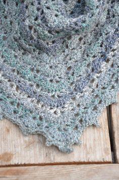 Mijn eigen plekkie: De Elise sjaal/omslagdoek gehaakt....