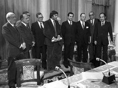 1.670 días que cambiaron España Desde su nombramiento por el Rey en 1976 hasta su dimisión en 1981, Suárez tejió la democracia a base de profundas reformas legales y grandes consensos