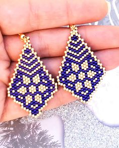 Brick stitch pattern-PDF file for these beautiful earrings is now available at SplendidBeads's Etsy Seed Bead Bracelets Tutorials, Beaded Bracelets Tutorial, Earring Tutorial, Beading Tutorials, Beaded Earrings Patterns, Seed Bead Patterns, Beading Patterns, Brick Patterns, Loom Beading