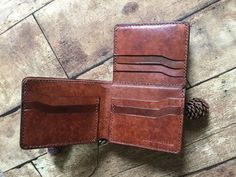 Handmade Wallets, Leather Working, Leather Craft, Baby Knitting, Leather Wallet, Leather Products, Crafty, Money Clip, Etsy