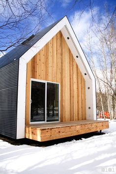 Built by bioi in Warburg, Canada Seeking to architecturally balance the functional, the handsome, the efficient, and the economical is not an easy tas...