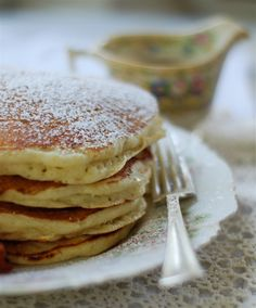 vanilla buttermilk pancakes - light and fluffy and scented with delicious vanilla!