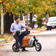 Here's an interesting design, the EQUS electric cargo motorcycle. It's like a Yamaha Scooter in reverse. Infiniti Q, Electric Car Conversion, Electric Vehicle, Velo Cargo, E Mobility, E Scooter, Bike Design, Automotive Design, Hot Cars