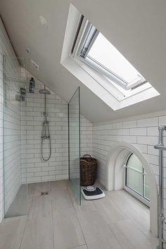 En suite bathroom with sloping ceiling Attic Shower, Small Attic Bathroom, Loft Bathroom, Upstairs Bathrooms, Bathroom Layout, Bathroom Interior Design, Master Bathroom, Modern Bathroom, Bathroom Ideas