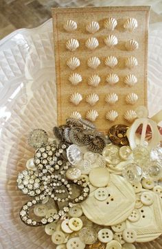 Sparkly, creamy vintage buttons in a pretty display. Button Cards, Button Button, Button Bowl, Shabby, Sewing A Button, Sewing Notions, Vintage Buttons, Vintage Sewing, Vintage Clothing
