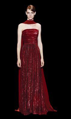 O decote tomara-que-caia torna o modelito ainda mais tradicional - vestidos para convidadas de casamento Elie Saab