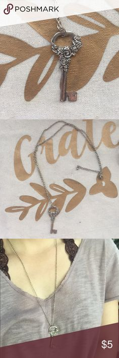 Long Key Necklace Barely worn. Great condition. Forever 21 Jewelry Necklaces