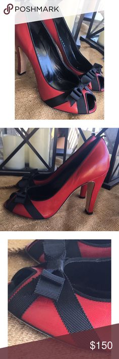 MARC JACOBS RED LEATHER BLACK BOW SHOES HEELS 8.5 MARC JACOBS RED LEATHER BLACK BOW SHOES HEELS EURO SZ 38.5 / US SZ 8.5 Marc Jacobs Shoes Heels