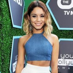 Look of actress Vanessa Hudgens with halter top jeans and white skirt. Crop Top Outfits, Mode Outfits, Cute Casual Outfits, Halter Top Outfit Jeans, Jeans Top Dress, Fashion Sewing, Denim Fashion, Fashion Outfits, Vanessa Hudgens