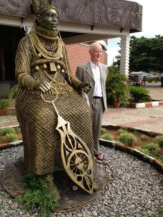 Mark Walker, grandson of Capt. Herbert Walker, outside the palace of the Oba (king) of Benin, now in Edo State, Nigeria. In 2014 he returned bronzes looted during the 1897 Benin Punitive Expedition