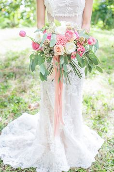 Pink tulip bridal bouquet | Karism Photography | see more on: http://burnettsboards.com/2015/02/colonial-vintage-garden-wedding/