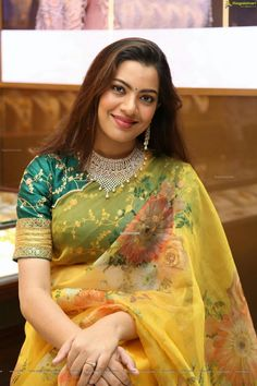 Lovely Smile, Cute Faces, Beautiful Saree, Sari, Fashion, Saree, Moda, Fashion Styles, Fashion Illustrations
