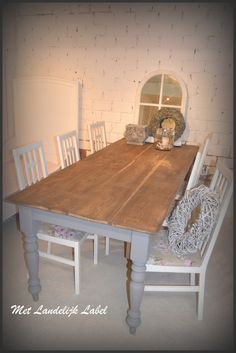 Franse eettafel met oud hout in een mooie landelijke brocantesfeer. Ambachtelijk gemaakt, in elke kleur en afmeting te verkrijgen! Te koop bij WWW.METLANDELIJKLABEL.NL (webwinkel en showroom vol unieke oude brocante en landelijke meubels)