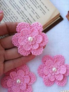 Watch The Video Splendid Crochet a Puff Flower Ideas. Wonderful Crochet a Puff Flower Ideas. Beau Crochet, Crochet Puff Flower, Crochet Diy, Easy Crochet Projects, Crochet Motifs, Crochet Flower Patterns, Crochet Gifts, Irish Crochet, Crochet Designs