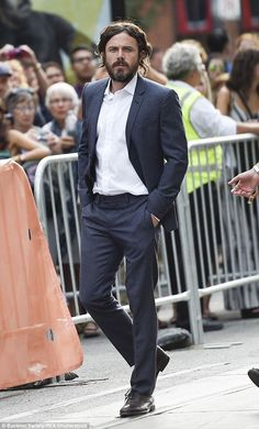 The lead: Casey Affleck looked dapper in a dark suit and shirt as he…