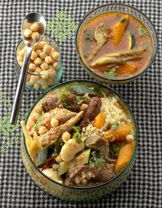 Classique : couscous royal pour 8 personnes - Recettes Elle à Table Couscous Royal, Moroccan Couscous, Chana Masala, Cantaloupe, Meals, Chicken, Fruit, Cooking, Ethnic Recipes
