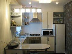 Оформление кухни с маленькой площадью в серых тонах, что выглядит стильно и современно.