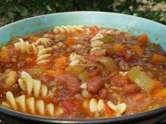 Olive Garden Pasta E Fagioli Soup in a Crock Pot. This tastes exactly like the pasta e fagioli soup at the Olive Garden. Copycat Recipes, Crockpot Recipes, Soup Recipes, Cooking Recipes, Healthy Recipes, Cooking Ideas, Food Ideas, Meal Ideas, Healthy Food