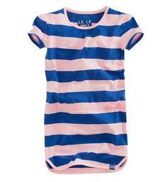 Z8 jurk en een all over streepdessin. Model Bibi. Deze jurk heeft korte mouwen en een ronde hals. Roze dessin - NummerZestien.eu