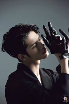 [On Sung-woo] If you take a picture, it's a big hit ! The succession of the great hit, the photographer ONS 우 . Human Poses Reference, Pose Reference Photo, Fotografia Social, Ong Seung Woo, K Wallpaper, Dynamic Poses, Art Poses, Action Poses, Beautiful Boys