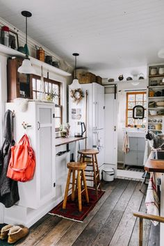 70 Tiny House Kitchen Storage Organization and Tips Ideas Tiny House Design House ideas Kitchen Organization Storage Tiny Tips Small Room Design, Tiny House Design, Tiny House Storage, Tiny House Closet, Tiny House Living, Living Room, Tiny House Cabin, Tiny House On Wheels, Home Interior Design