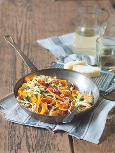Dýně zazáří z talíře a prosvětlí pošmourné listopadové dny. Kombinace s těstovinami a slaninou je nezapomenutelná.