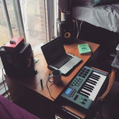 Home studio setup for tiny rooms 🎹🎶🖥! Music Studio Decor, Home Recording Studio Setup, Home Studio Setup, Home Studio Music, Dream Studio, Audio Studio, Studio Gear, Laptop For Music Production, Music Production Equipment