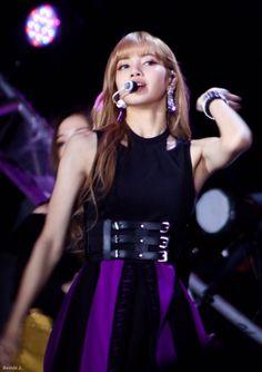 Your source of news on YG's biggest girl group, BLACKPINK! Yg Entertainment, South Korean Girls, Korean Girl Groups, Youtube Blackpink, Hip Hop, Black Pink Kpop, Jennie, Korean Music, Blackpink Lisa