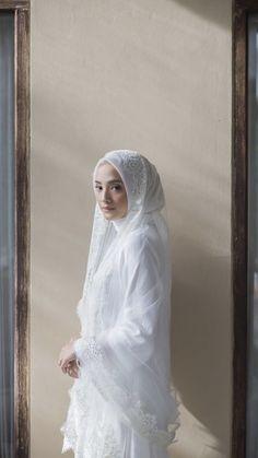 Malay Wedding Dress, Kebaya Wedding, Muslimah Wedding Dress, Muslim Wedding Dresses, Muslim Brides, Wedding Hijab, Wedding Poses, Muslim Wedding Photos, Korean Wedding Photography