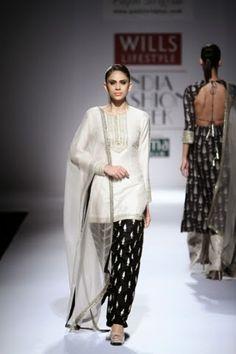Payal Singhal WIFW S/S 2015 Wills Lifestyle India Fashion Week designer Indian Fashion Designer punjabi suit |