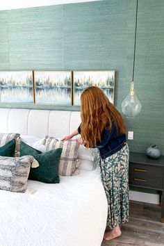 Are you trying to decorate your master bedroom but not sure where to start? Well an area rug is a great jumping off point for a master bedroom decor scheme. Today I'm sharing how I used our new bedroom area rug to help me create the look I wanted in the rest of this space. Teal Wallpaper, Master Bedroom Makeover, Blue Home Decor, Bed Wall, New Builds, House Rooms, New Room, Bedroom Decor, Decorating