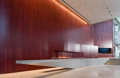 Image 19 of 22 from gallery of Alice Tully Hall Lincoln Center / Diller Scofidio + Renfro. Photograph by Diller Scofidio + Renfro Reception Desk Design, Lobby Reception, Office Reception, Reception Counter, Lobby Interior, Interior Exterior, Interior Architecture, Interior Design, Lobby Design