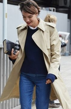A day off is no excuse to be a slob. Keep it ageless chic in a color palette of camel and blue for dose of easy elegance. Preppy Mode, Preppy Style, Her Style, Style Simple, Paris Mode, Fashion Moda, Petite Fashion, Curvy Fashion, Lookbook