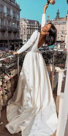 10 Wedding Dress Designers You Want To Know About - Every Bride has her Moments - Hochzeitskleid Western Wedding Dresses, Long Wedding Dresses, Wedding Dress Styles, Boho Wedding Dress, Designer Wedding Dresses, Wedding Bride, Bridal Dresses, Wedding Gowns, Chanel Wedding Dress