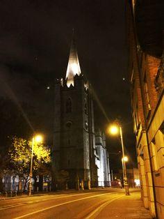 Dublin 💙 . #dublin #ireland #night #nightphotography Dublin Ireland, Night Photography, Tower, Cocktail, Building, Travel, Rook, Viajes, Computer Case
