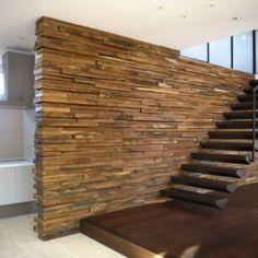 自然素材の家 駒沢モデルの部屋 エントランスと階段
