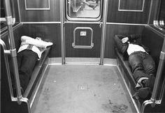 Linie 8 - von der Hernmannstraße in Neukölln und der Osloer Straße im Wedding. Zwische den Bahnhöfen Moritzplatz und Voltastrasße furh die U-Bahn ohne Halt durch den Osten. Die längere ungestörte Fahrzeit von ca. 17 Minuten wurde häufig genutzt um zu schlafen . Quelle: Berliner Underground via Berlin Soup